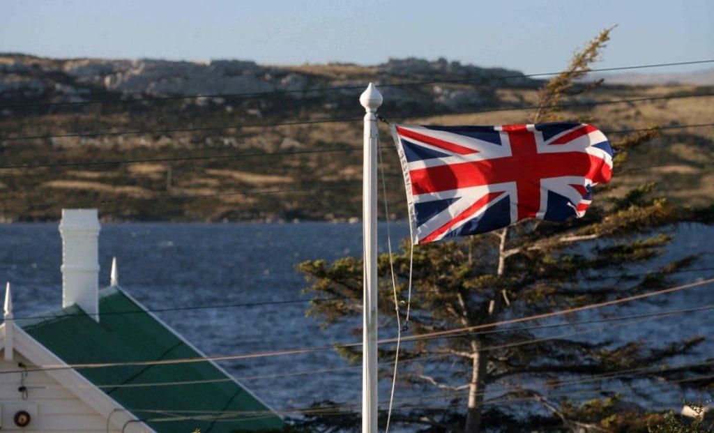 Hasta aproximadamente el centro del siglo XVIII, las Islas Malvinas se incorporaron al enfrentamiento más mundial entre Inglaterra y España